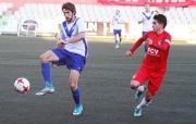 Varona controla la pilota contra l'exescapulat Guzman en el darrer precedent
